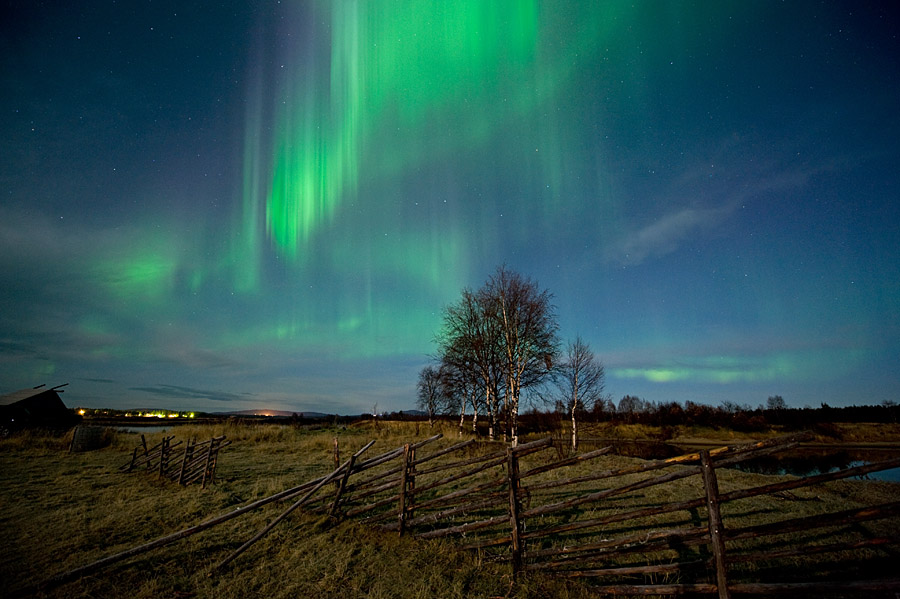 http://www.spaceweather.com/aurora/images2008/11oct08/Sauli-Koski3.jpg?PHPSESSID=r349lo7hahqj9flh3vd42p9bf6