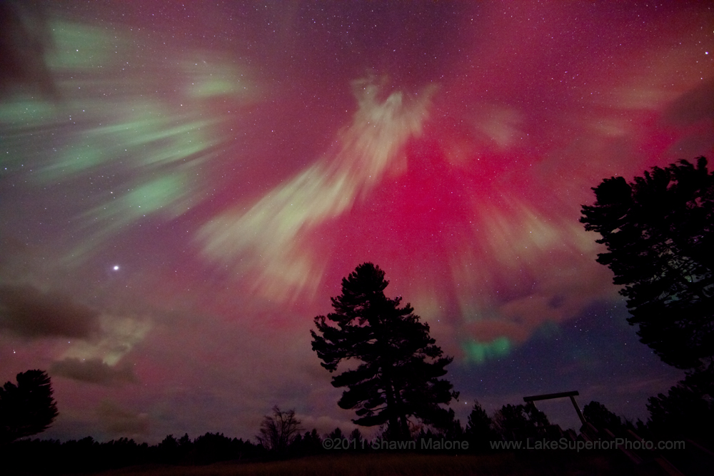 http://www.spaceweather.com/aurora/images2011/24oct11/shawn-malone4.jpg