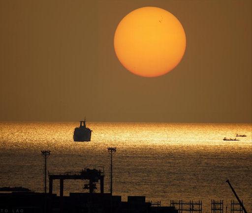 [Tempête solaire] - Page 7 Sunspotsunset_strip