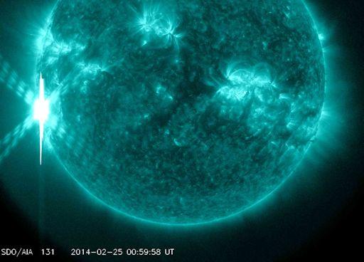 La mancha solar AR1944, luego llamada AR1967 y pronto con otro nombre, regresa por 3ra vez y la actividad se incrementa.  Llamarada X4.9  X4_strip