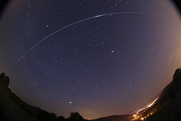 http://www.spaceweather.com/swpod2007/13jun07/martin-popek-iss12.6_1181684800.jpg